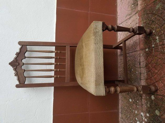 Cadeira de madeira para restauro foto 1
