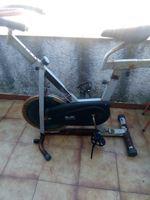 Vendo esta bicicleta de spinning trabalha mas precisa ser pintada foto 1