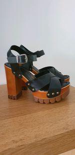 Sandálias compensadas foto 1