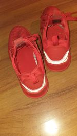 Sapatilhas vermelhas da berskha foto 1