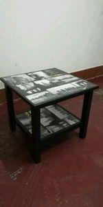 Mesa de apoio e mini estantes de parede foto 1