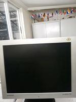 2 monitores (HP e Samsung). foto 1