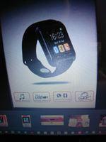 Relógio smartwatch vermelho. foto 1