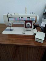Máquina de costura com móvel foto 1