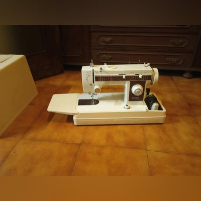 Máquina de costura usada foto 1