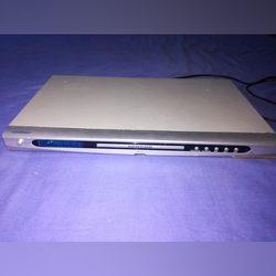 Video, um computador portátil e um acessório carro foto 1