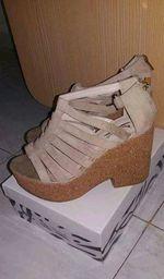 Sandálias beges foto 1