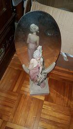 Estatua com espelho foto 1