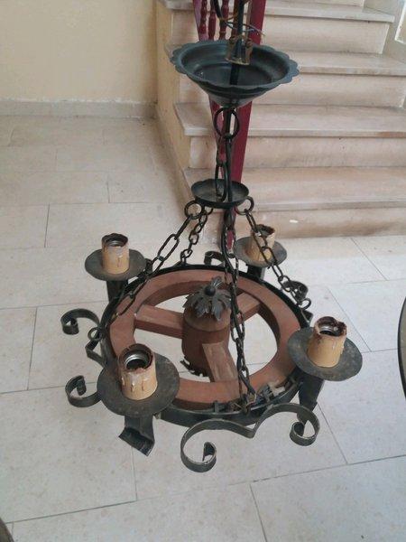 Mesa e candeeiro foto 1