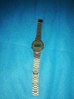 Relógio dourado da CASIO