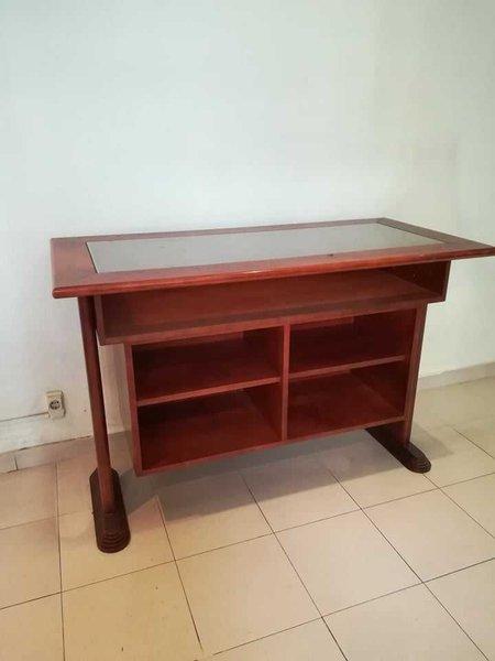 Vendo 2 móveis em madeira maciça, usados foto 1