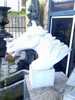 Uma cabeça de cavalo em marmore foto 1