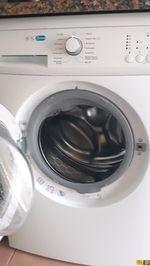 Vendo máquina de lavar roupa está como nova tenho foto 1